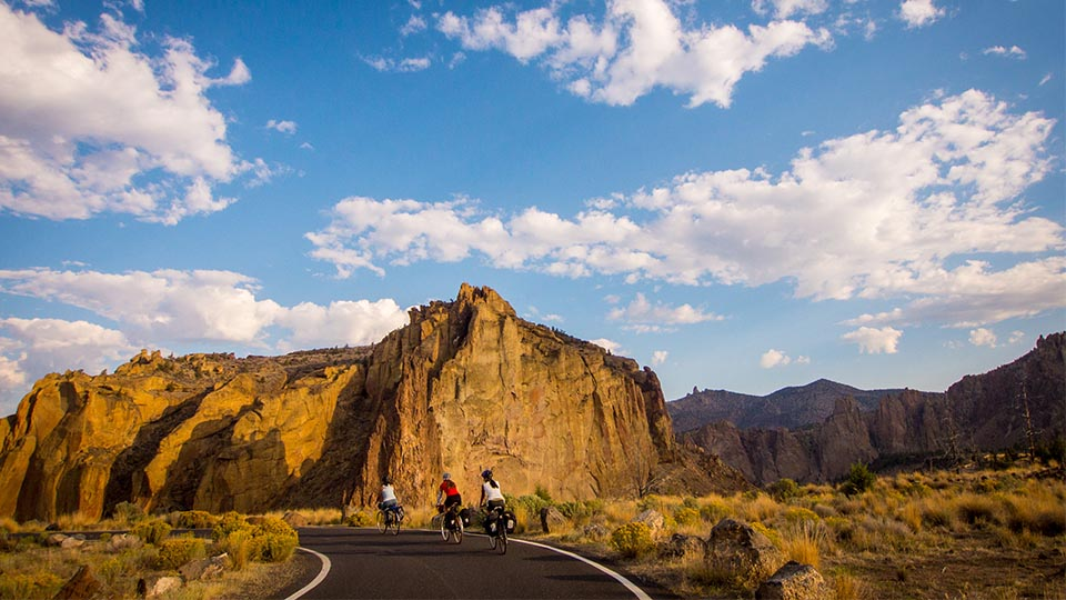 https://www.visitbend.com/wp-content/uploads/2018/04/Sisters-Smith-Rock-scenic-bikeway-960-1.jpg