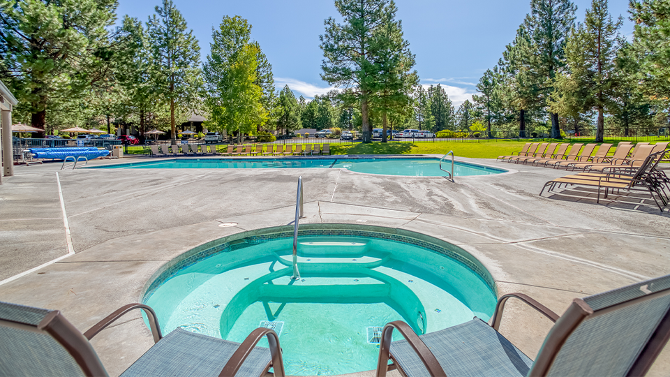 Visit Bend Mt Bachelor Village By Meredith Lodging Pool and Hot Tub-960