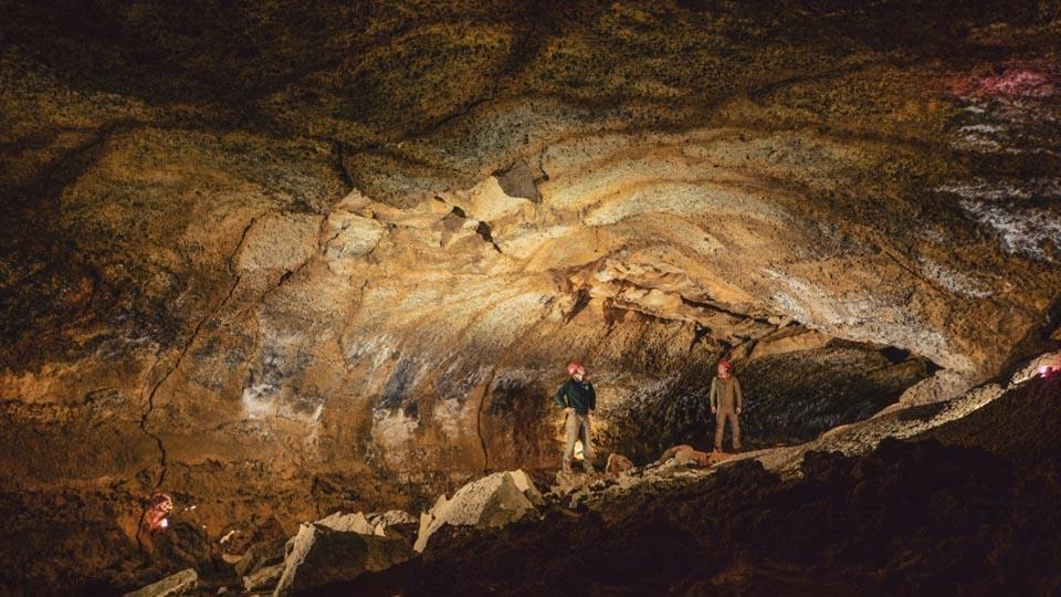 Wanderlust-Tours-Winter-cave-960-1