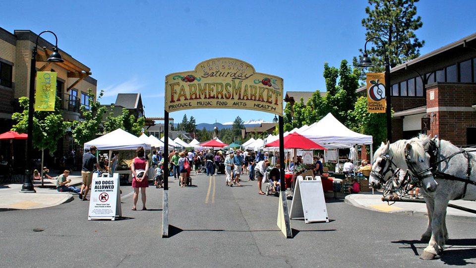 https://www.visitbend.com/wp-content/uploads/2018/04/northwest-crossing-saturday-farmers-market-960.jpg