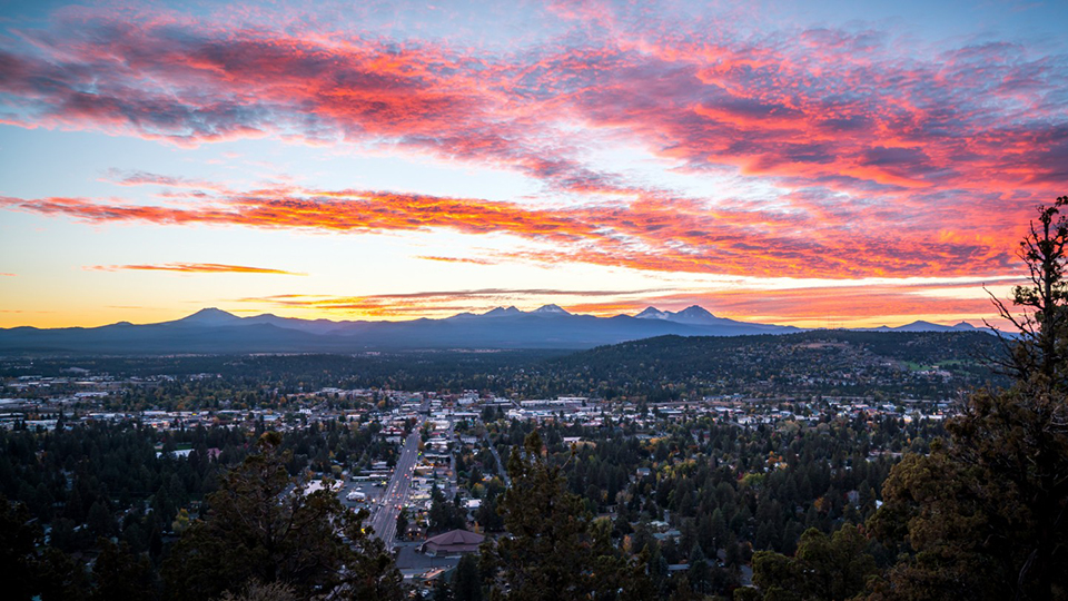 https://www.visitbend.com/wp-content/uploads/2018/04/pilot-butte-viewpoint-960.jpg