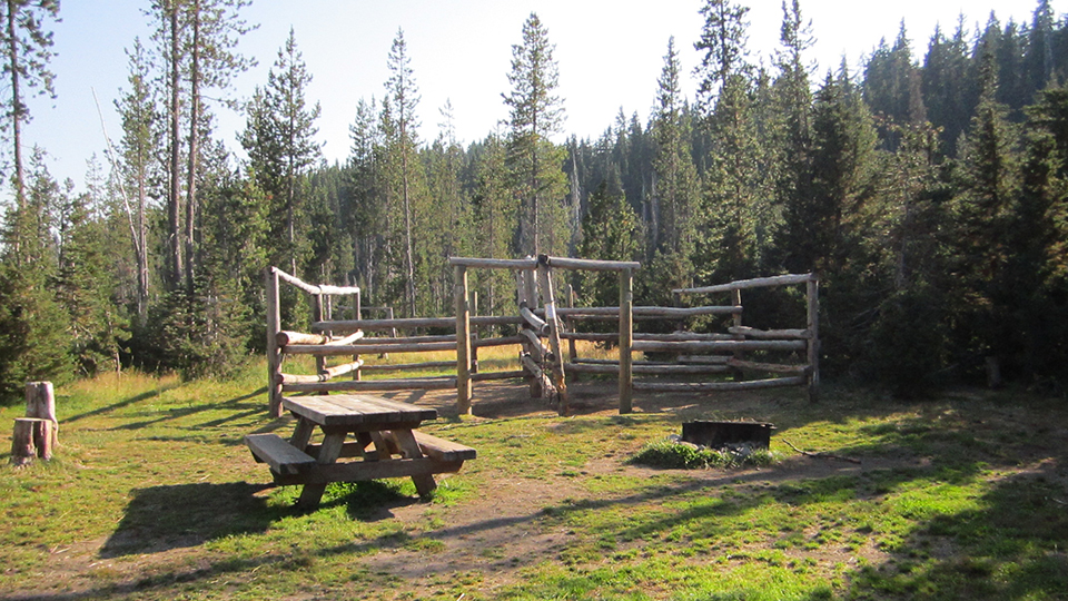 quinn-meadow-horse-camp-960