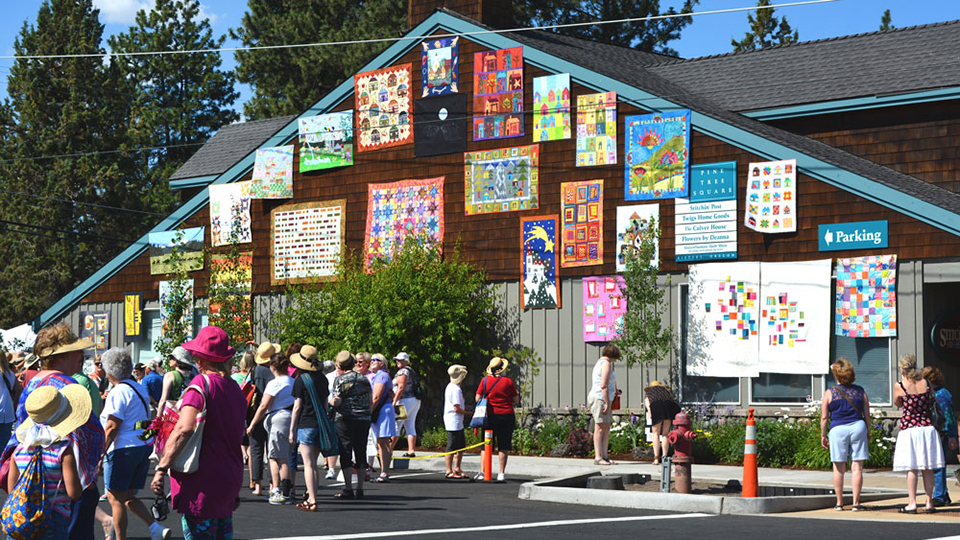 https://www.visitbend.com/wp-content/uploads/2018/04/sisters-outdoor-quilt-show-960.jpg