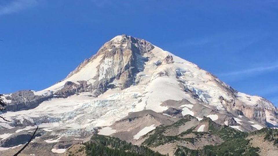 https://www.visitbend.com/wp-content/uploads/2018/12/OSU-Cascades-Science-Pub-Mt-Hood-960.jpg