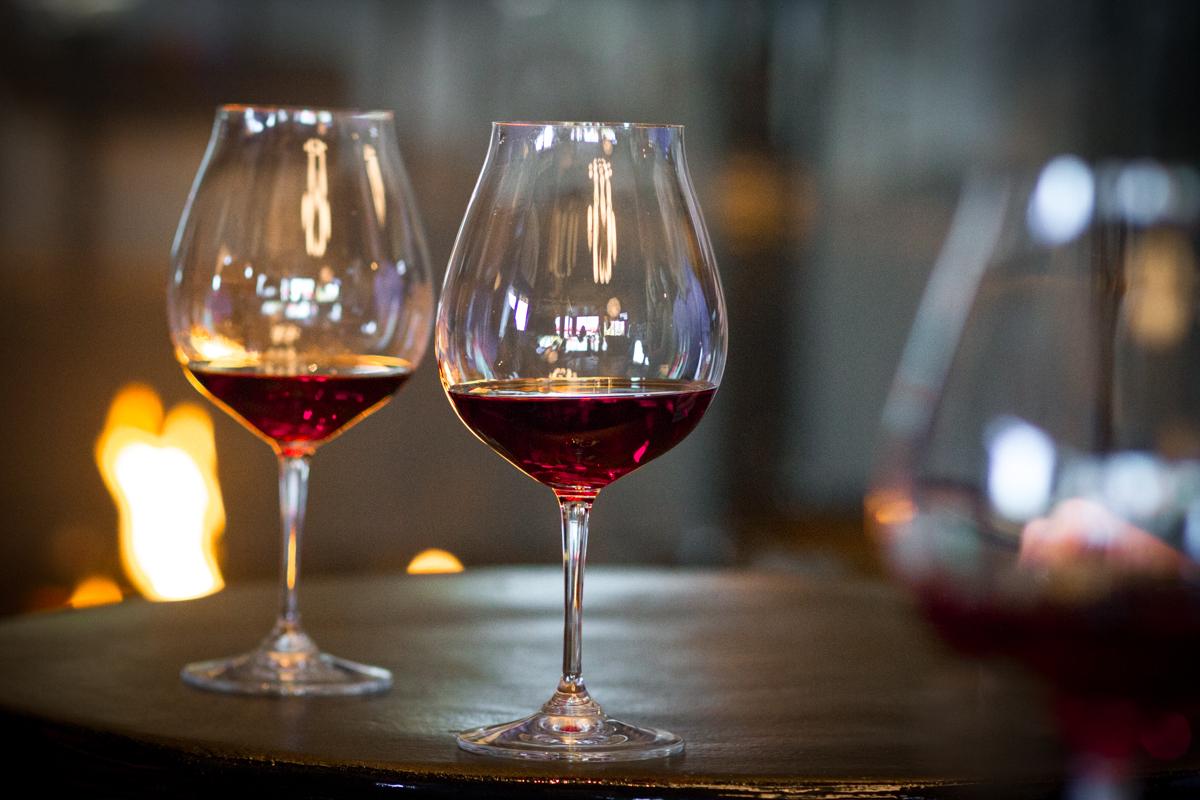 https://www.visitbend.com/wp-content/uploads/2019/01/Oregon-Wine-Cuisine-Stroll-960.jpg