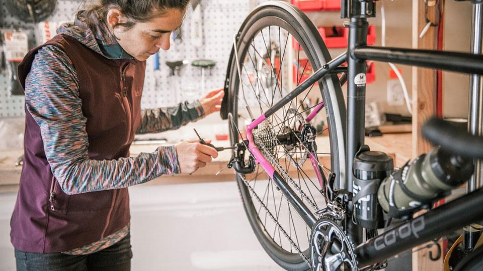https://www.visitbend.com/wp-content/uploads/2019/02/REI-Bike-Workshop-960.jpg