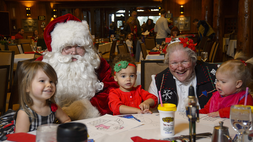 https://www.visitbend.com/wp-content/uploads/2019/11/Brunch-with-Santa-Sunriver-960.jpg