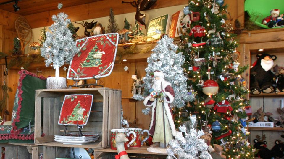 https://www.visitbend.com/wp-content/uploads/2019/11/Sunriver-holiday-marketplace960.jpg