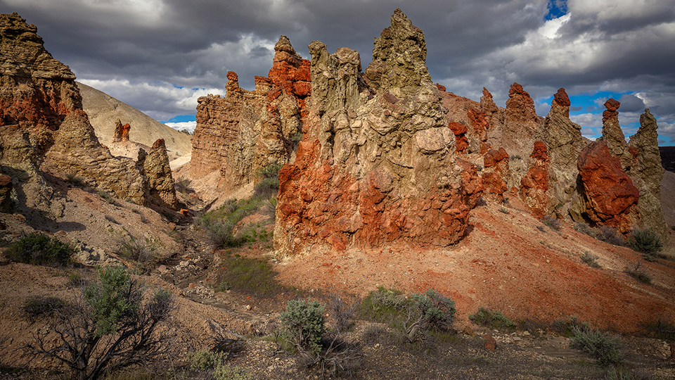 https://www.visitbend.com/wp-content/uploads/2019/12/Owyhee-River-Canyon-Formations-SeanBagshaw960.jpg