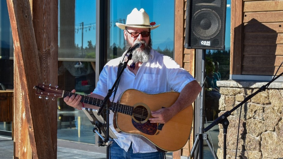 https://www.visitbend.com/wp-content/uploads/2020/01/Songwriter-series-bill-powers-960.jpg