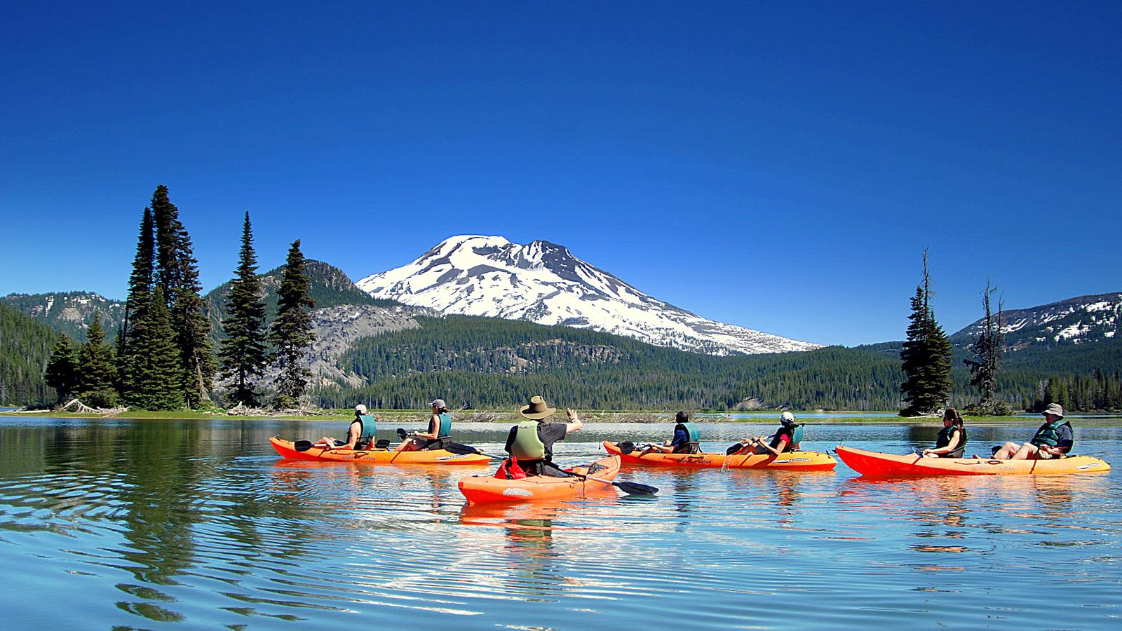 Cascades lake kayak tour from Wanderlust Tours in Bend, Oregon.